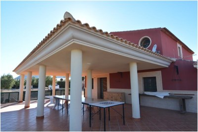 4 Bedroom, 2 Bathroom Villa in {